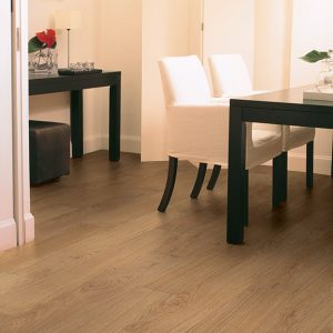 quick-step_classic_natural_varnished_oak_laminate_floating_floors_02_1